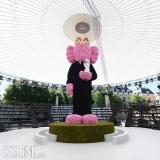 天价公仔!Dior与KAWS联名毛绒公仔炒到2800万人民币