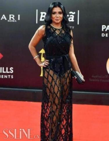 埃及女演员穿镂空长裙出席电影节 或面临5年刑期