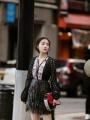 阚清子亮相Longchamp大秀 黑色镂空外套配流苏短裙可爱帅气